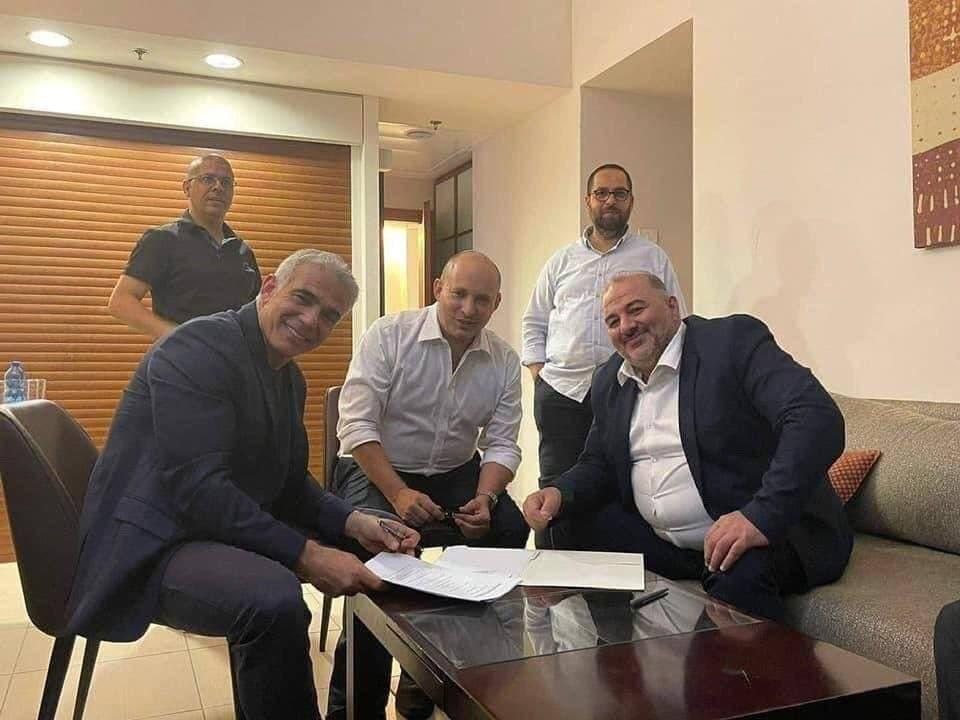 یائیر لاپید کابینه جدید اسرائیل را تشکیل میدهد