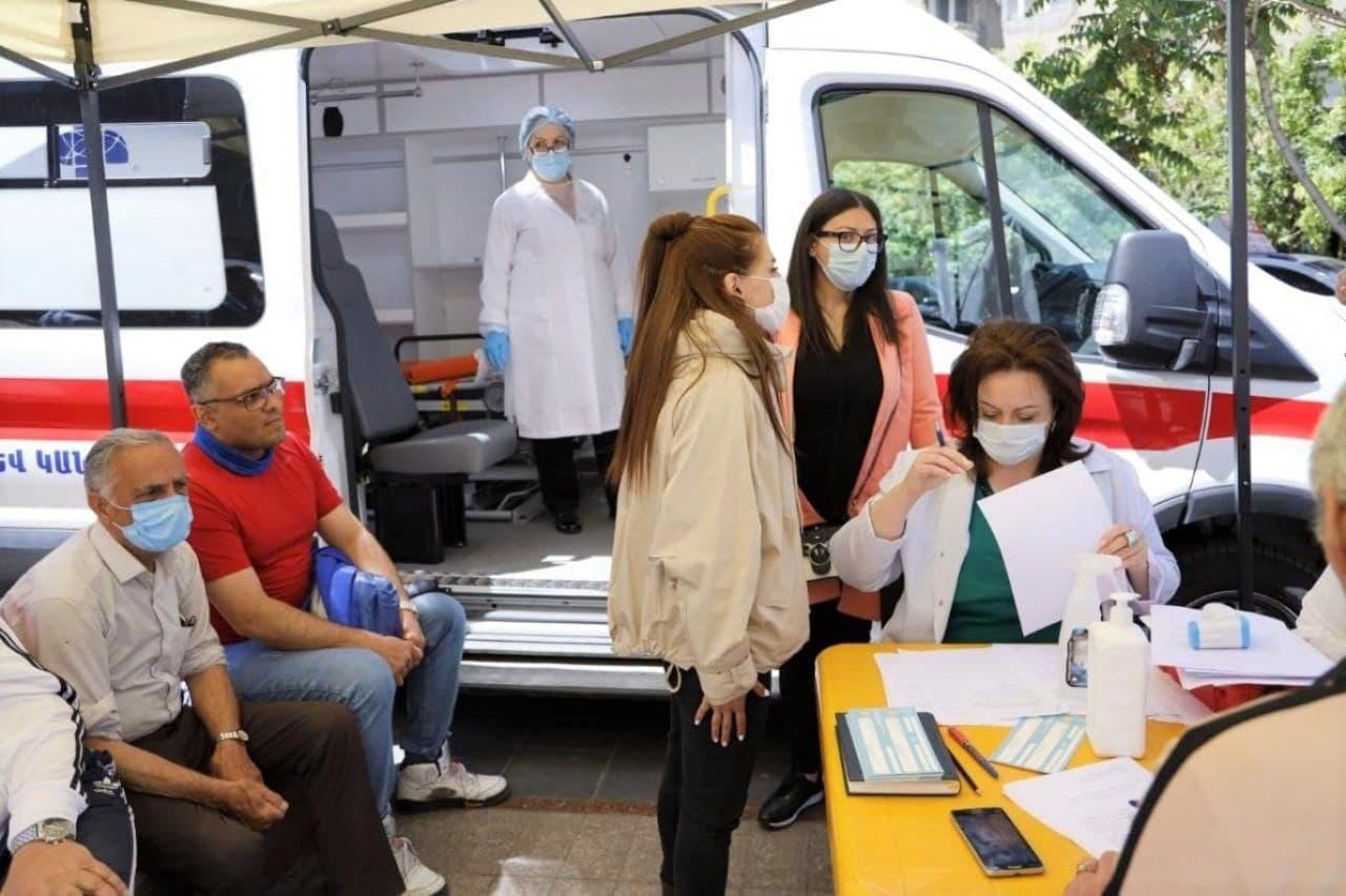 واکسیناسیون لب مرزی در ارمنستان؛ اتوبوس دربست ۱۰ میلیون تومان