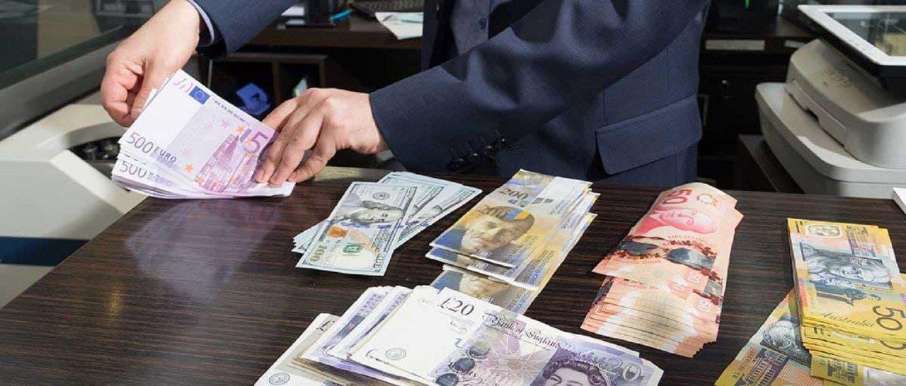 بازار متشکل ارزی پنج شنبهها تعطیل شد