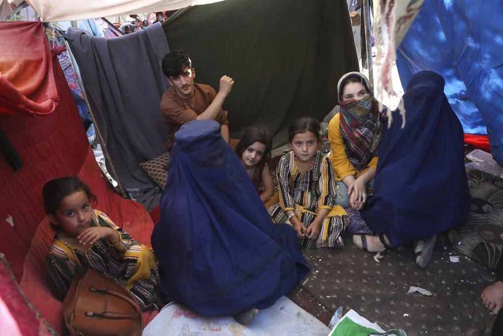 طالبان: حجاب در افغانستان اجباری است، نه برقع
