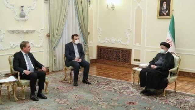 حجت الاسلام و المسلمین رئیسی در دیدار وزیر خارجه پاکستان: رویکرد قیممآبی در قبال افغانستان مردود است.