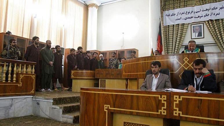 ترس قضات زن افغانستان از انتقام مردانی که آنها را محکوم و روانۀ زندان کردند