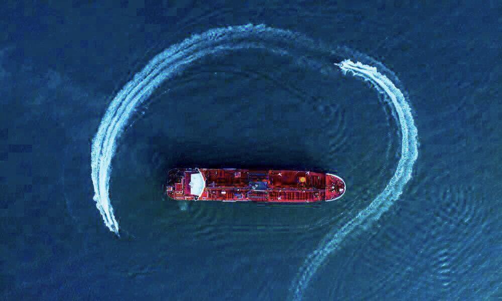 توقیف سه شناور درخلیجفارس/کار به قاچاق میلیاردی آدامس رسید!
