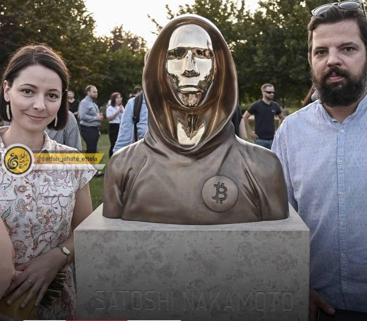 رونمایی از مجسمه ساتوشی ناکاموتو خالق بیتکوین در مجارستان