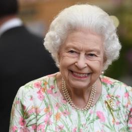 ملکه بریتانیا جایزه سالمند سال را نپذیرفت؛ پیری فرد به احساس اوست